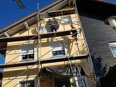 Es  machte einfach Spaß woas scheens individuelles an der Fassade zu gestalten, für Vollblut Musiker.Raus aus der Jeans ...